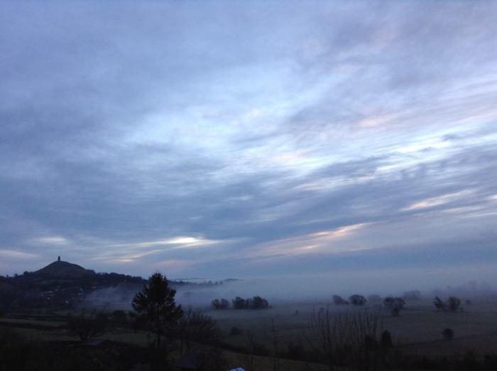 La Nebbia avvolge l'Isola Sacra di Avalon al mattino. Foto di Katie Player, 20.02.2015